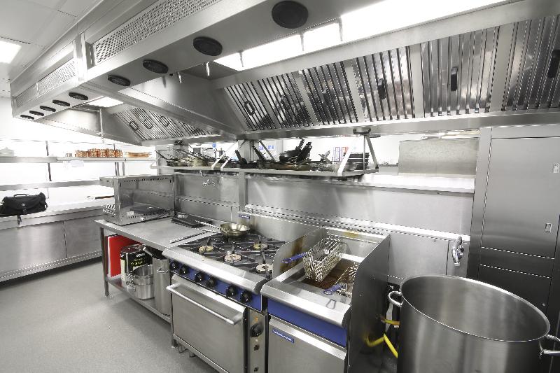 ellenborough-park-hotel-cheltenham-restaurant-kitchen-fabrication-stainless-steel-commercial-spacecatering_5
